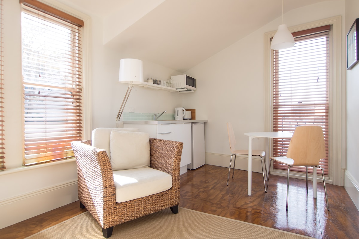 Great studio facilities with natural furnishings