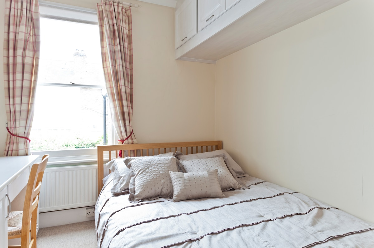 Great double bedroom, suitable for a couple