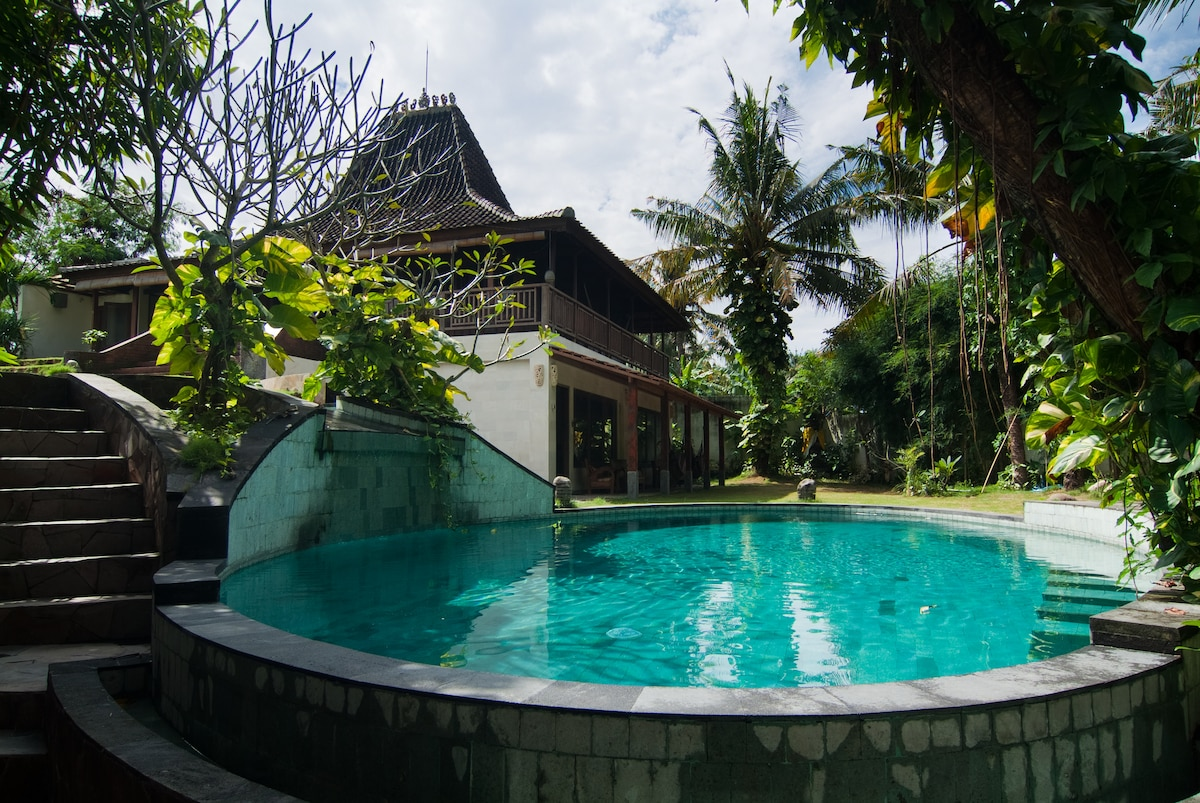 You got a view on the swimming pool and on the Joglo also from the terrace of the bedroom.