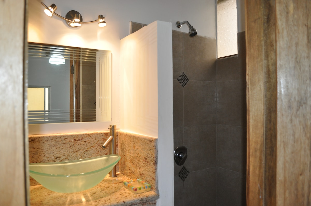 "Twin Room Private Bathroom ""Lulu"""