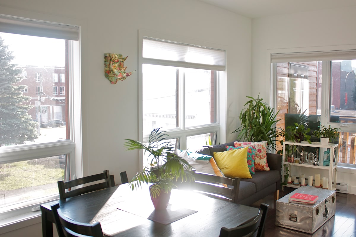 Bright and sunny living room, with table for 4
