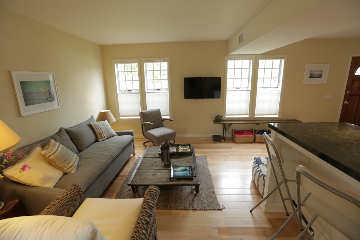 "Living room has comfortable seating, a 40"" tv, blue ray player and cable."