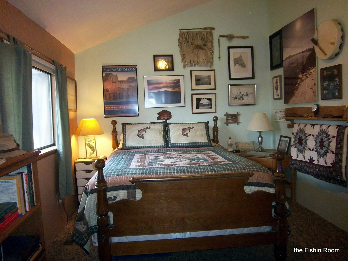 The Fishing Room ~ has a queen size bed with a love seat twin hide-a-bed, so can sleep three