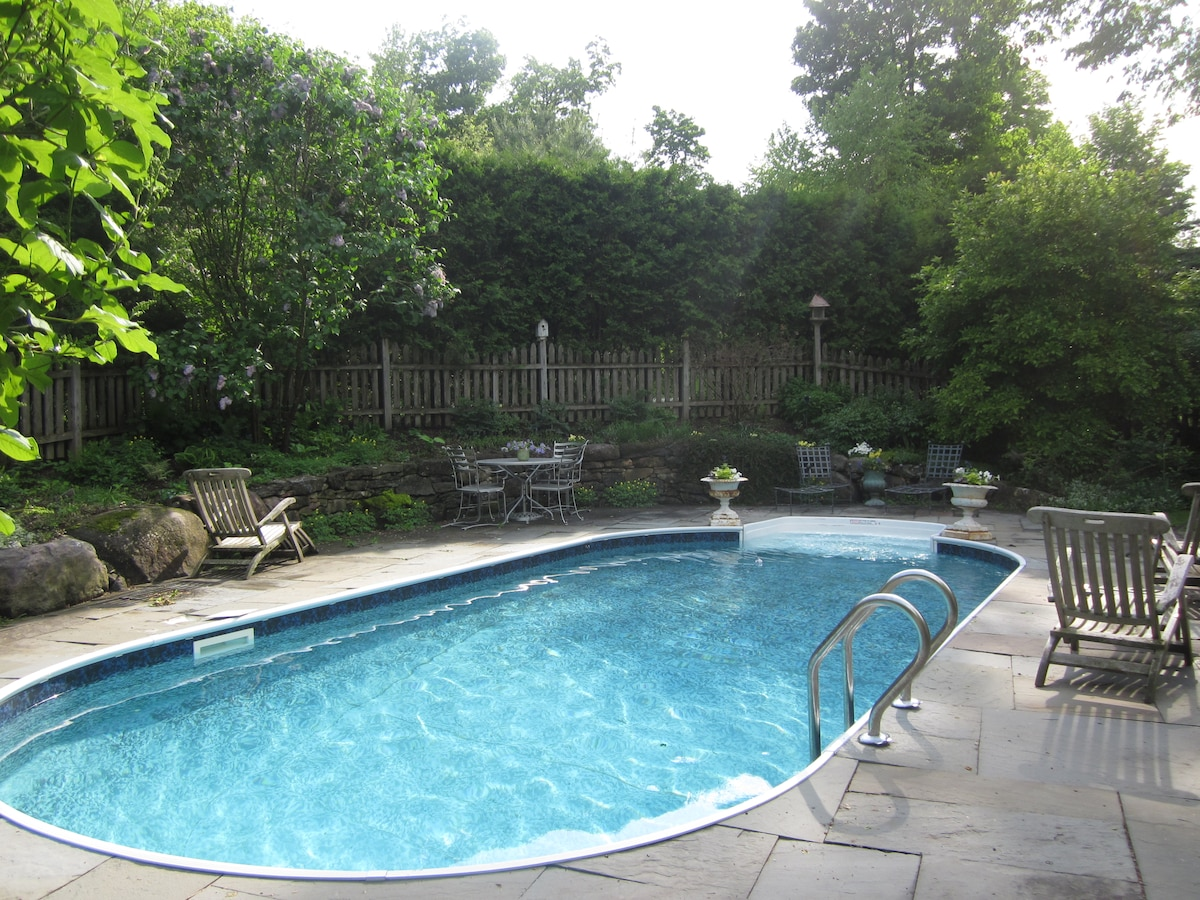 Come relax and cool down by the pool in our private, cozy back yard