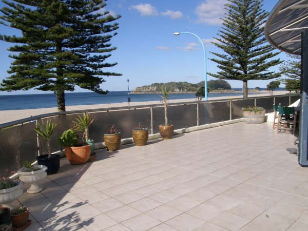 MT MAUNGANUI, beach front apartment