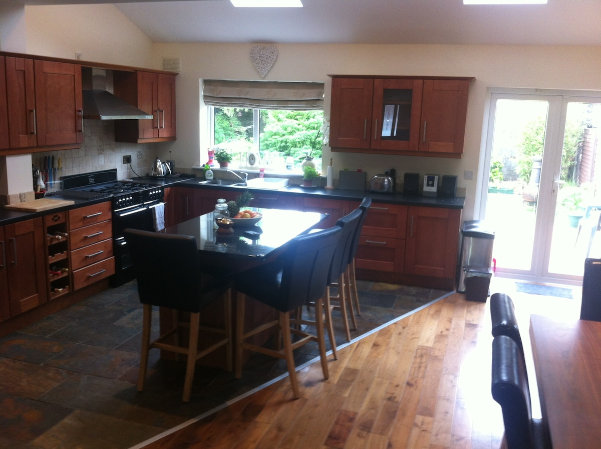 *AVAILABLE NOW* LARGE ROOM,DUBLIN