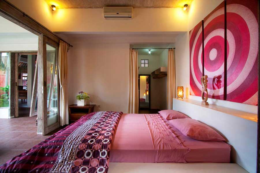 Pink bedroom with ensuite bathroom at the bottom.