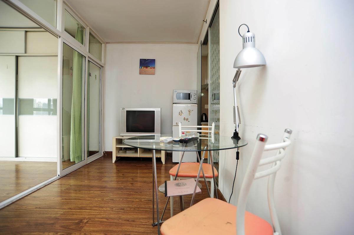 1-bedroom Suite near subway