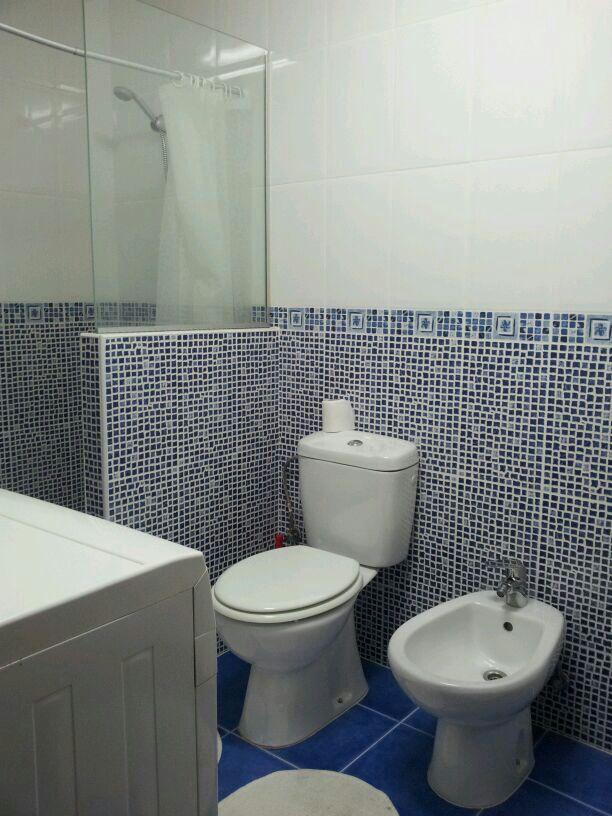 Baño, recién reformado, con lavadora secadora