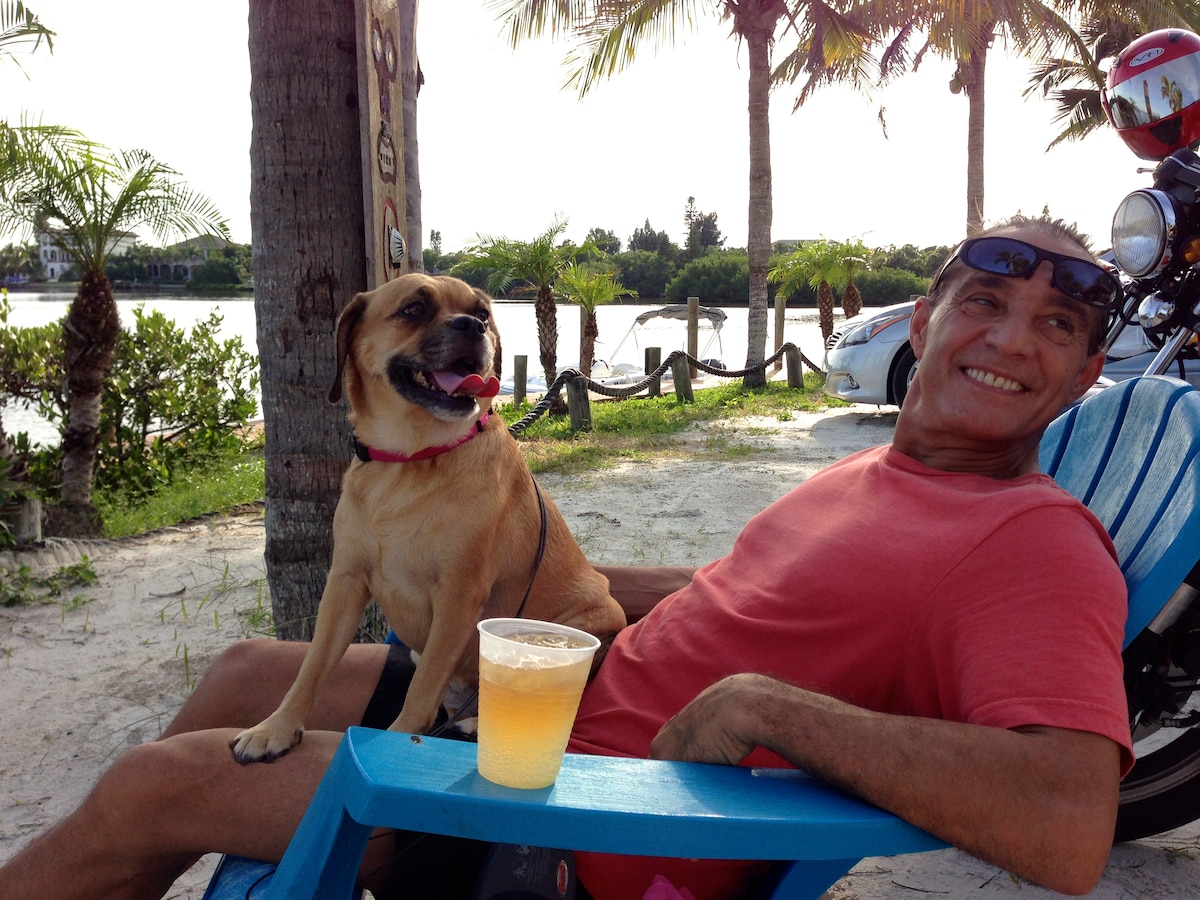 DAN AND CLIENT'S DOG BONNIE AT CASEY KEY FISH HOUSE