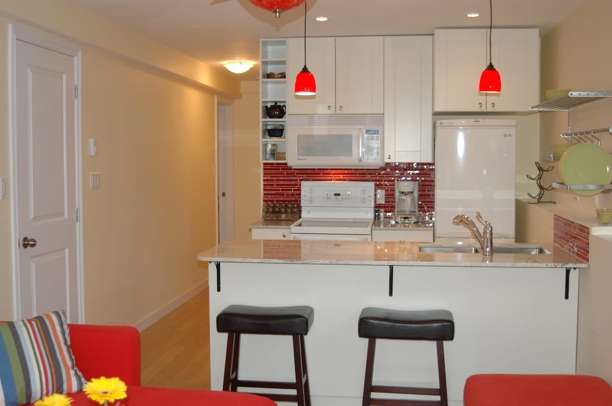 Clean New Kits 2 bedroom avail!