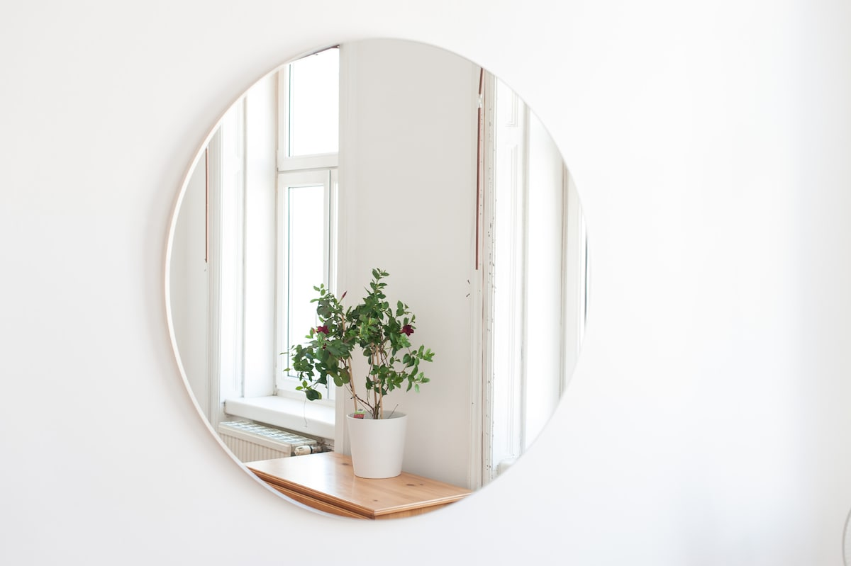 mirror in the private room