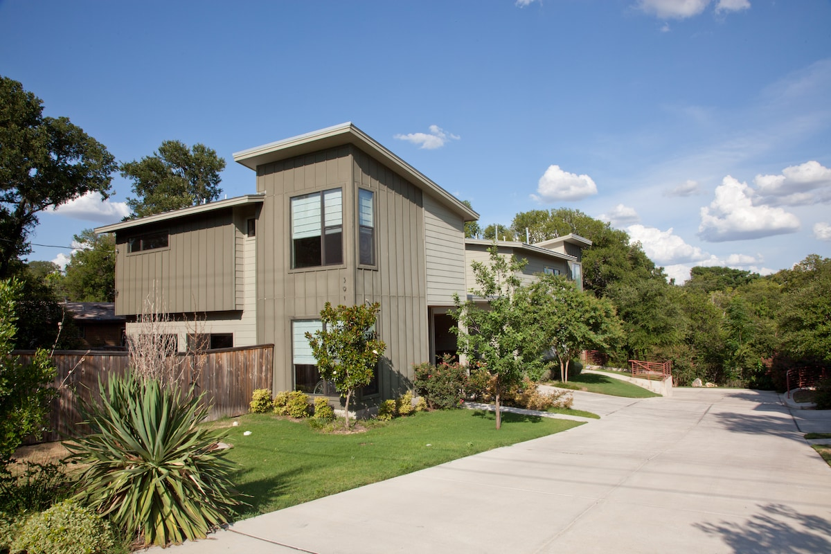 Beautiful Texas skies await you in this comfortable modern town home,