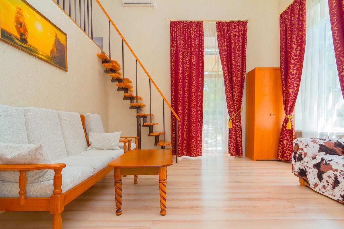 2 bedrooms+livingroom. City center!