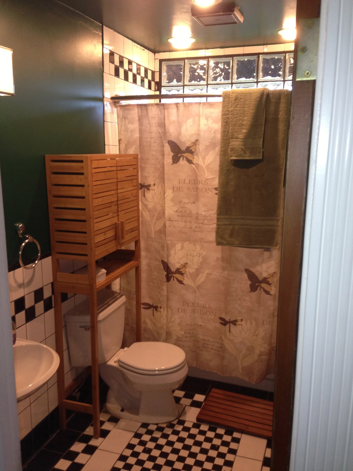 Washroom features classic deco tiling with bamboo and teak accessories throughout. We provide Garnier Shampoo, Conditioner, and Tone Mango Body Wash. There is also a hair dryer provided for your convenience.k