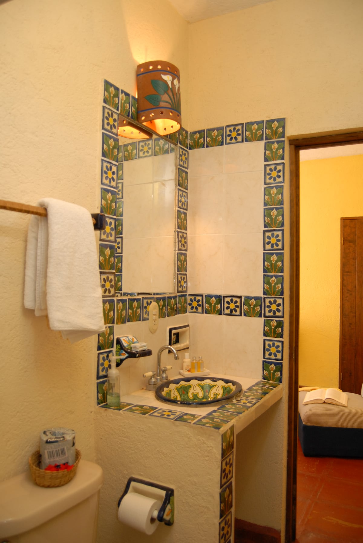 small room, bathroom