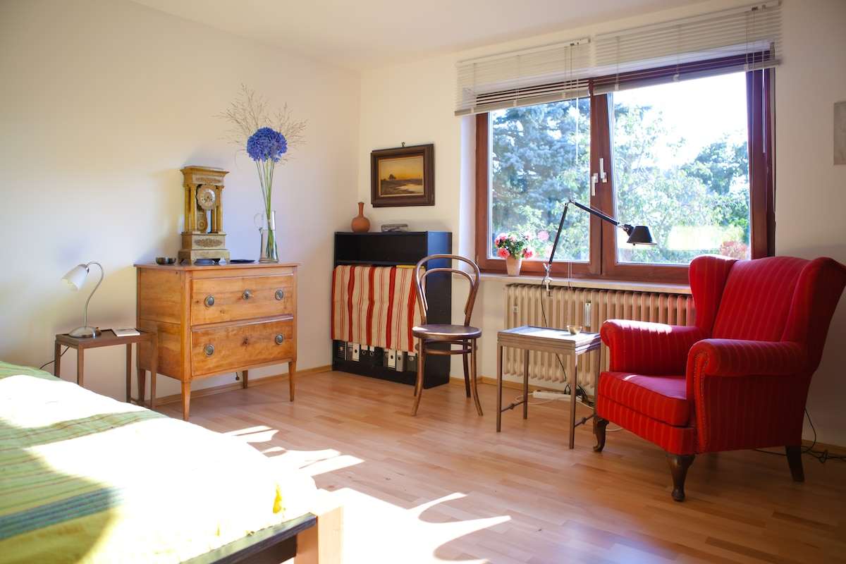 Sunny room ideal for Octoberfest