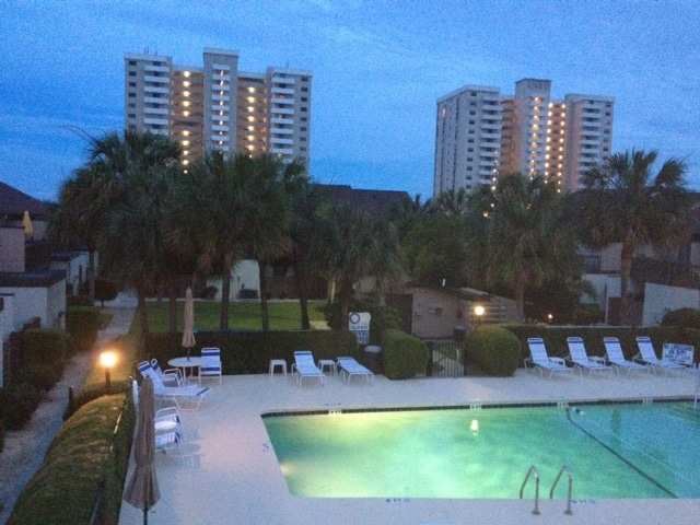 GR8 location only1 block from beach