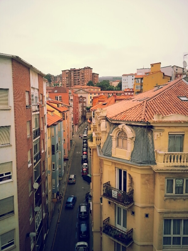Street view from the balcony of your bedroom :-)