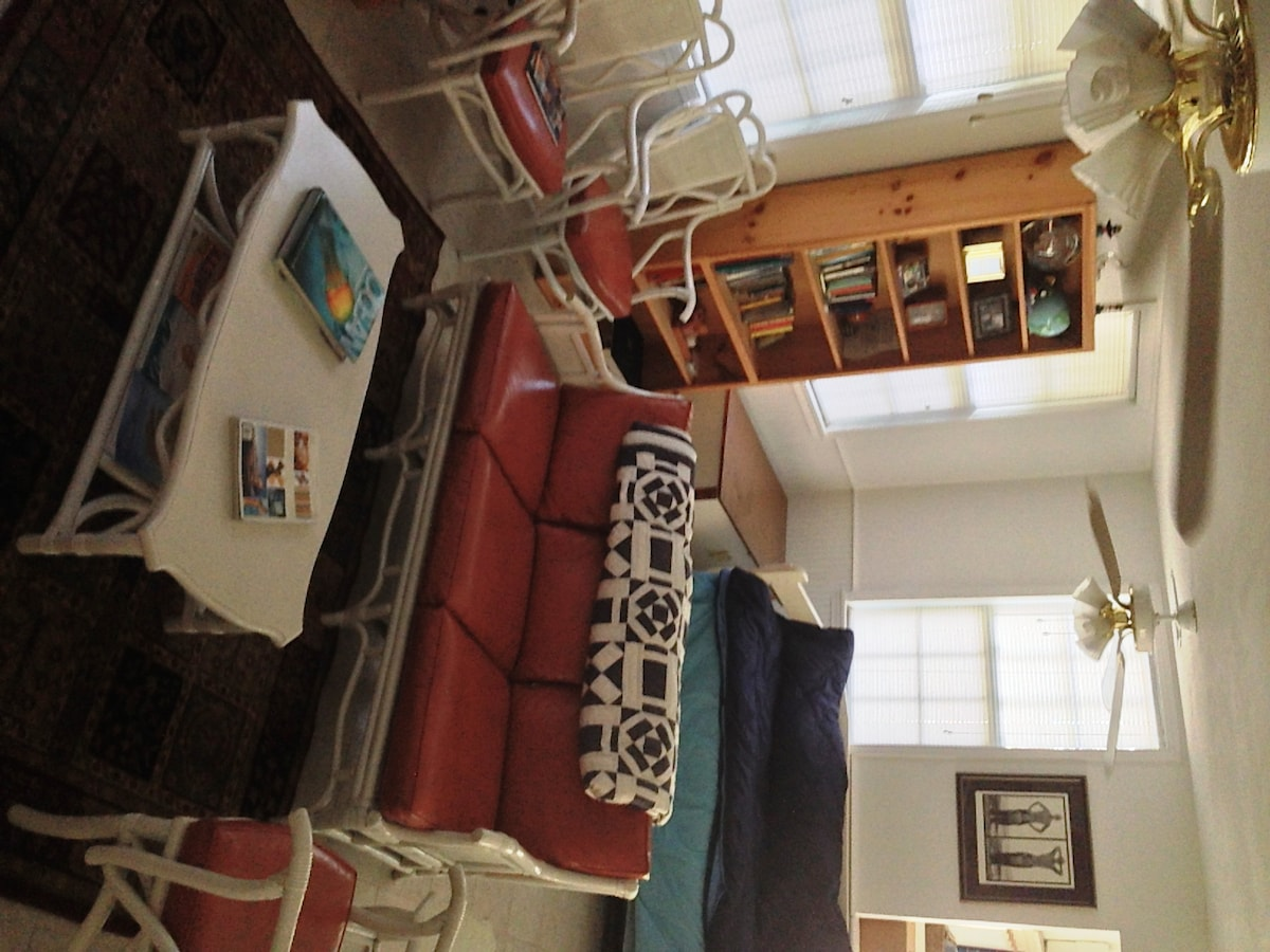 Plenty of seating and extra trundle bed in living room. Cool and clean tile floors throughout the house.