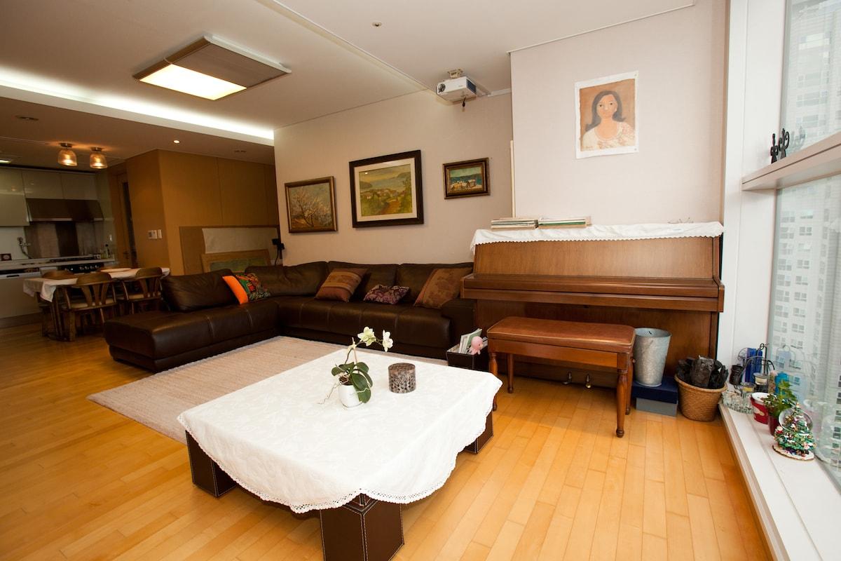 Luxury Landmark Apartment (조식제공)