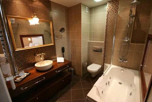 En-Suite Bathroom of Comfort Suite