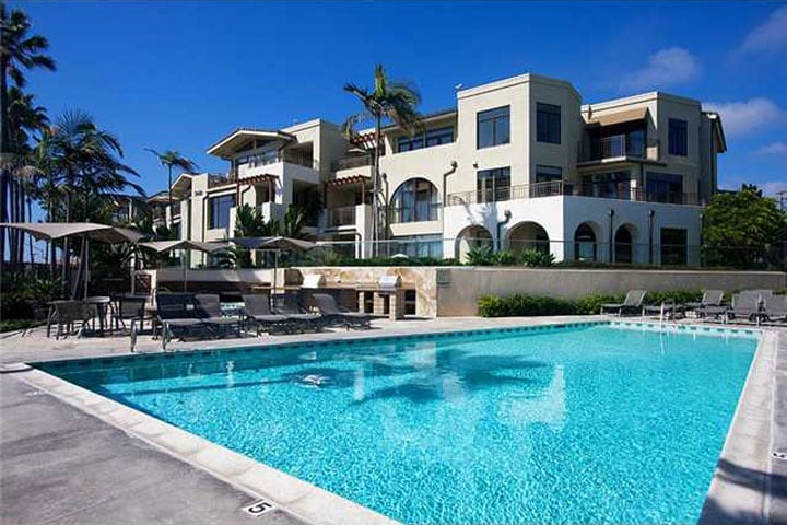 Beautiful pool, spa, and BBQ 50 yards from the beach!