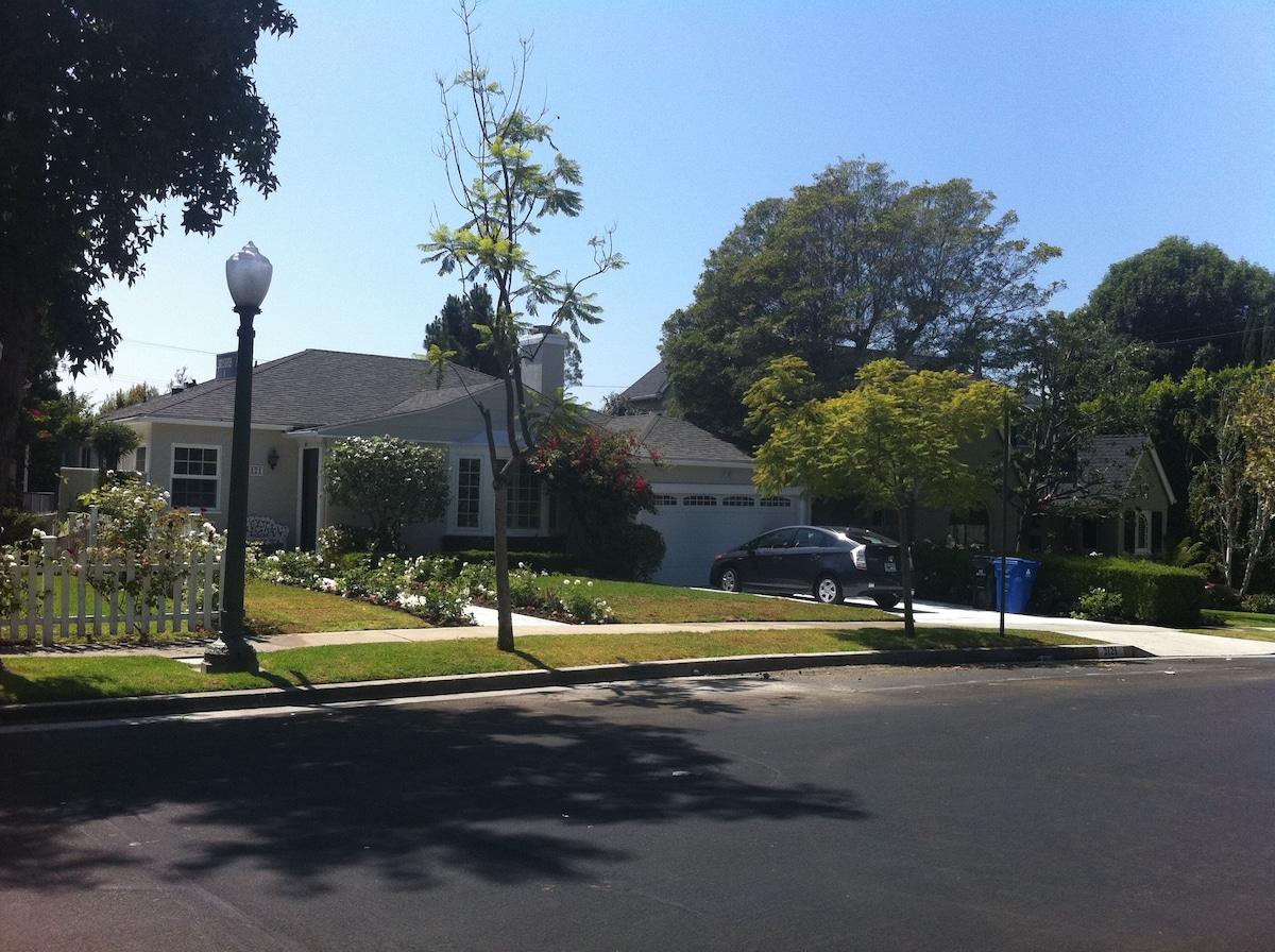 very nice leafy green neighborhood, easy access, street or driveway parking available.