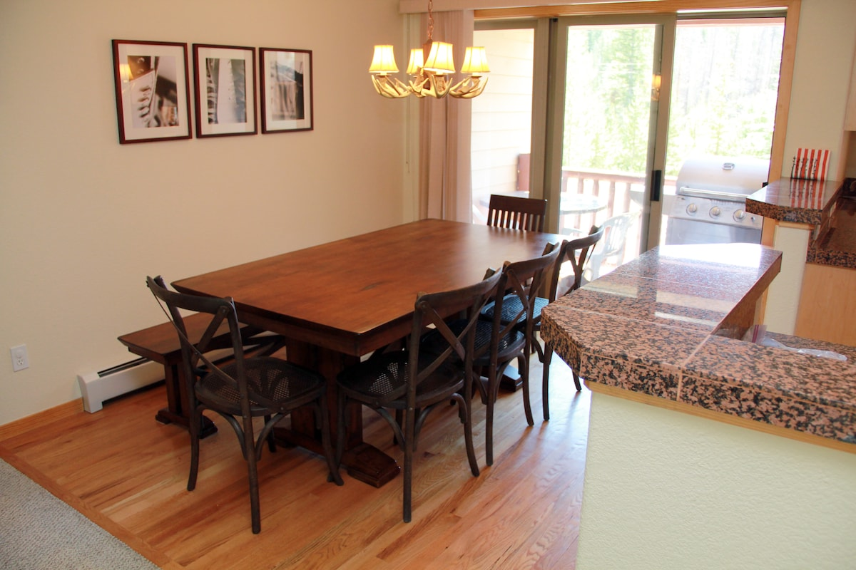Table easily accommodates 8 adults