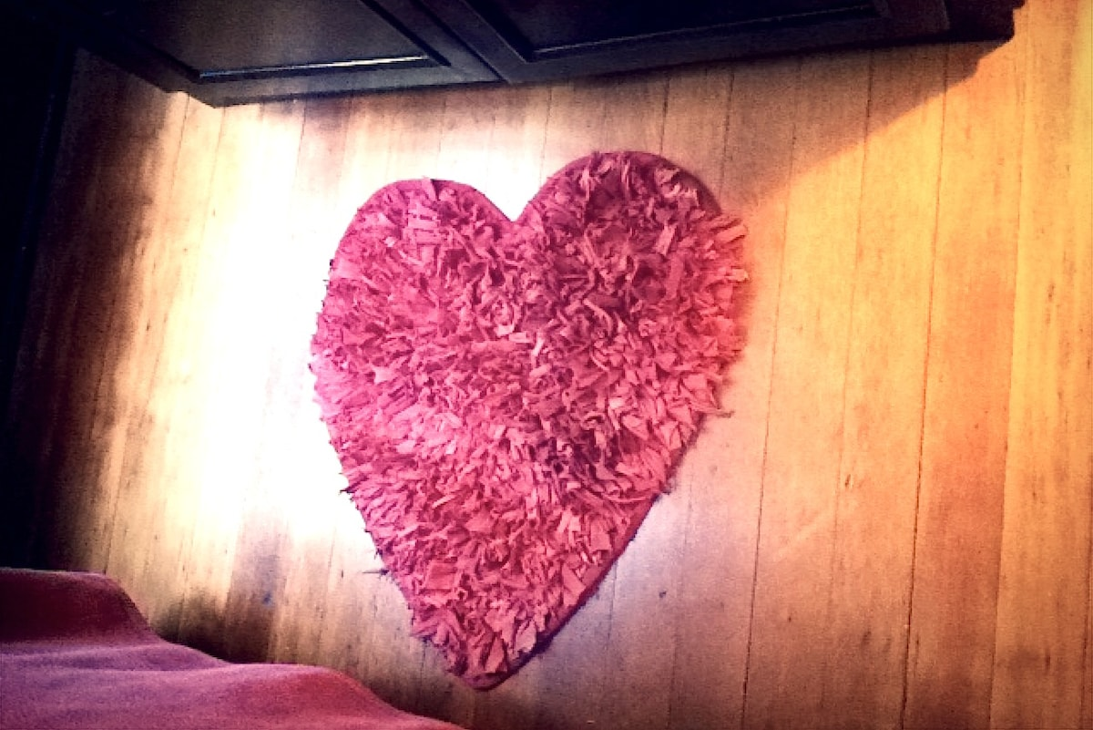 soft red heart rug for your feet in the morning.ahhhh you may not want to leave..thats ok with us:)