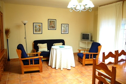 [306] Only 300m from the beach