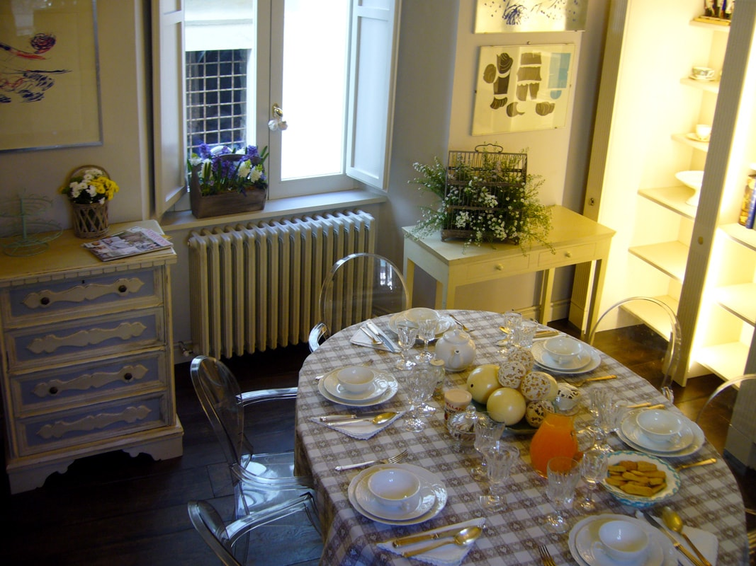 Dining table in kitchen seats 6, high chairs available