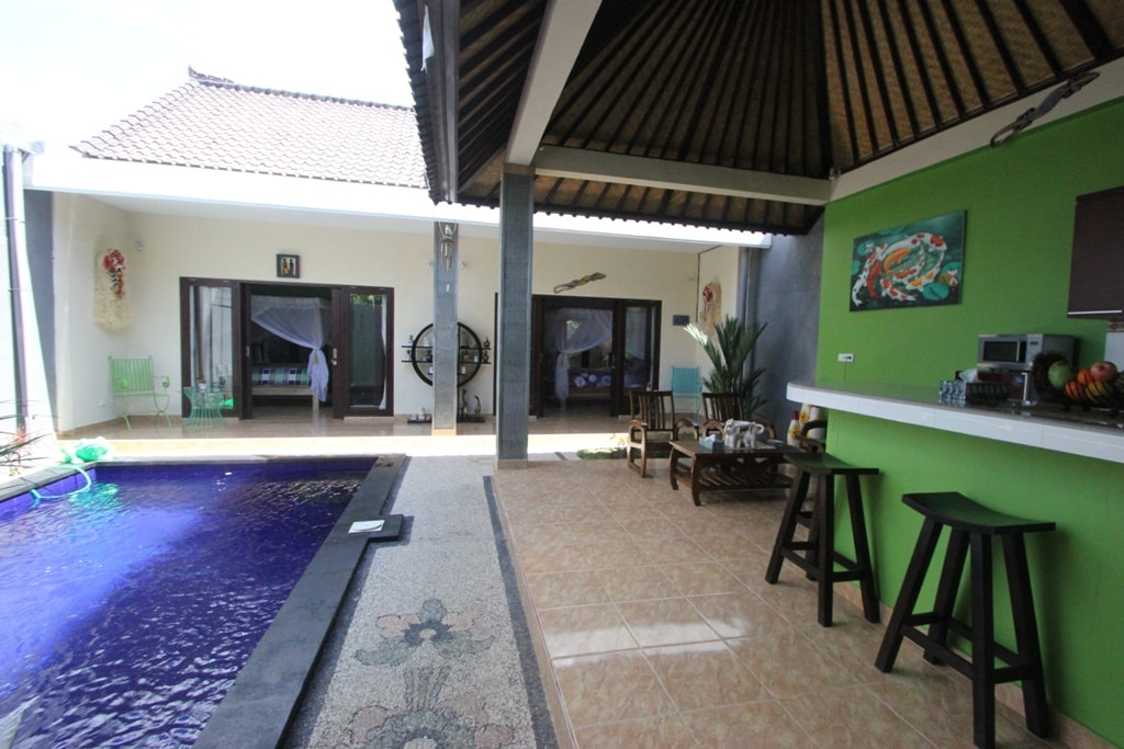 Living Area pool and kitchen
