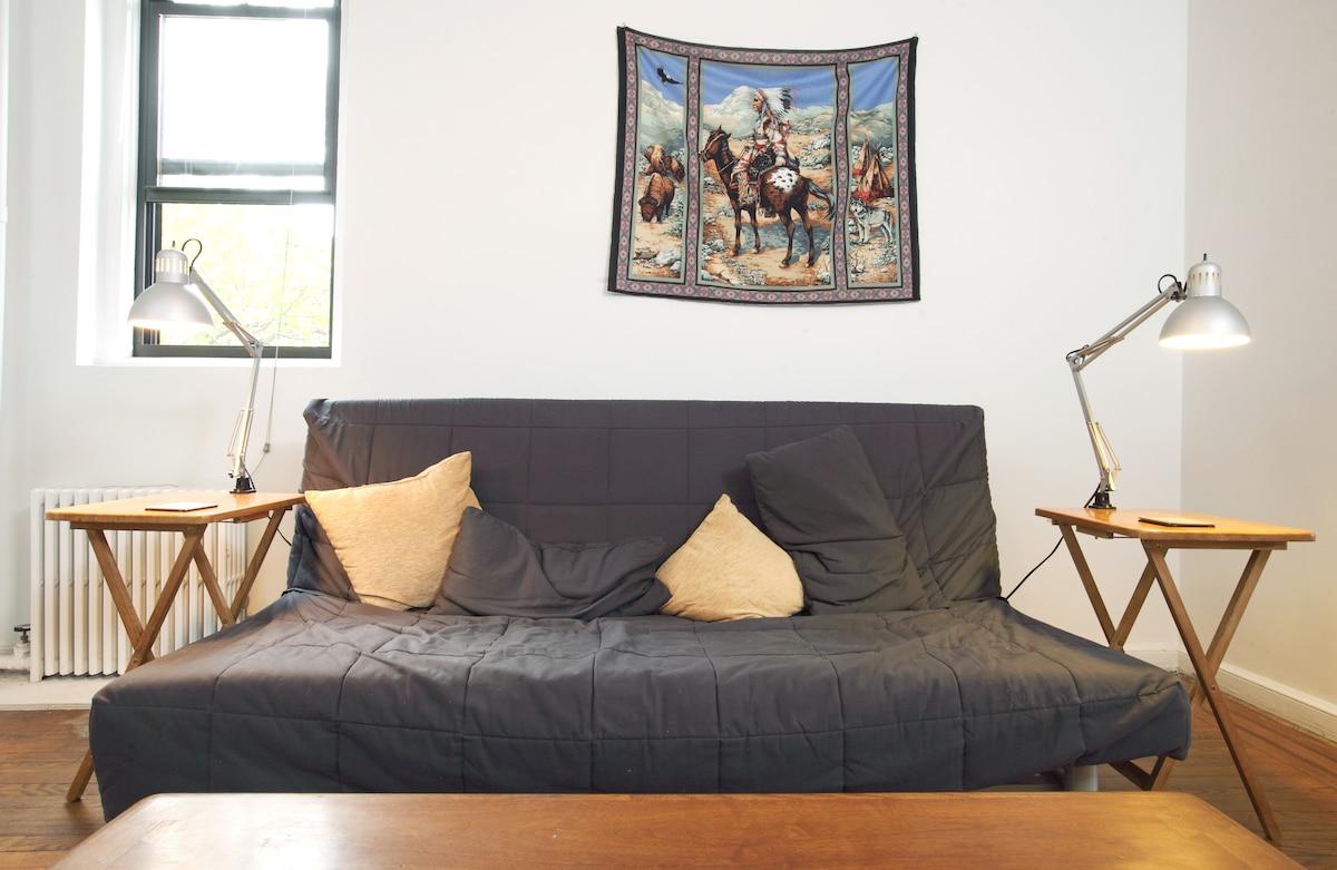 Room in large bright Wburg apt