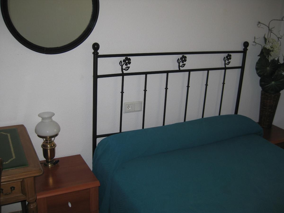 Couple bed. // Cama doble (matrimonio)