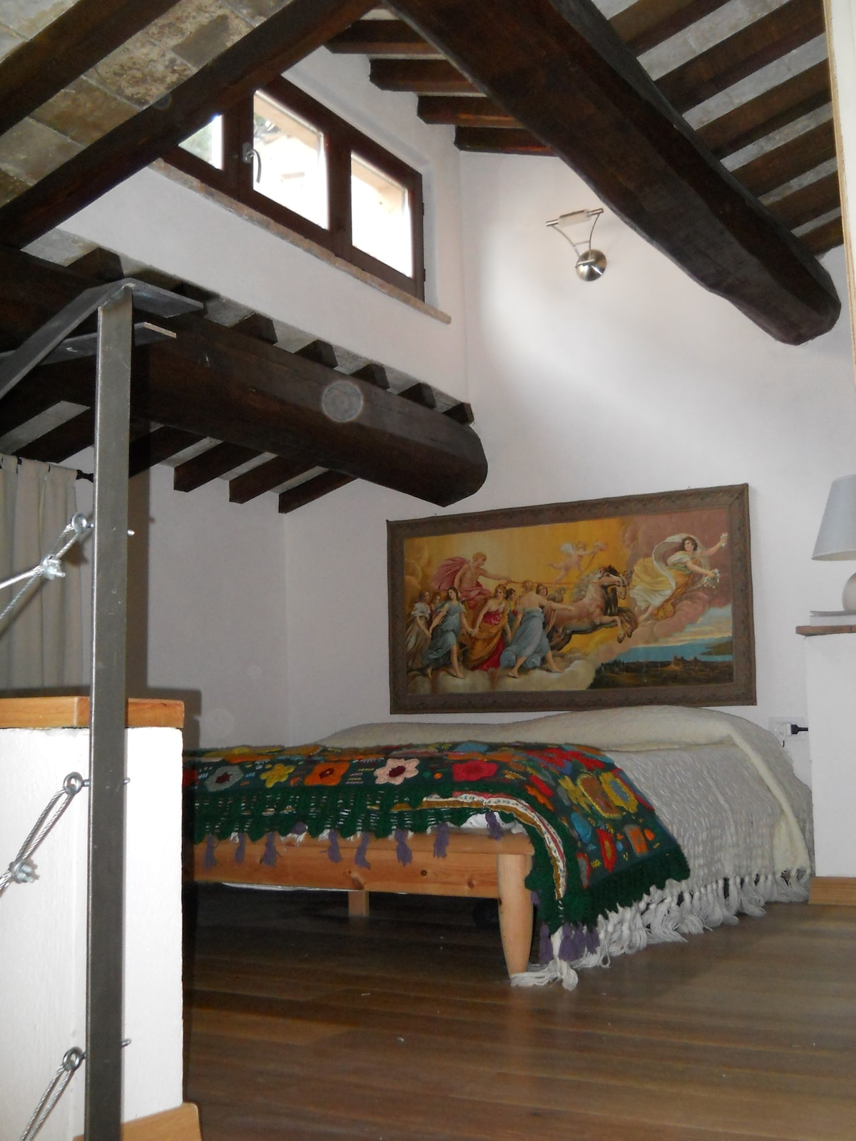Soppalco con letto matrimoniale The loft with the double bed