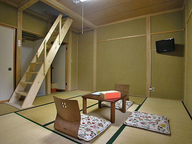 Sitting room with tatami floor - south facing