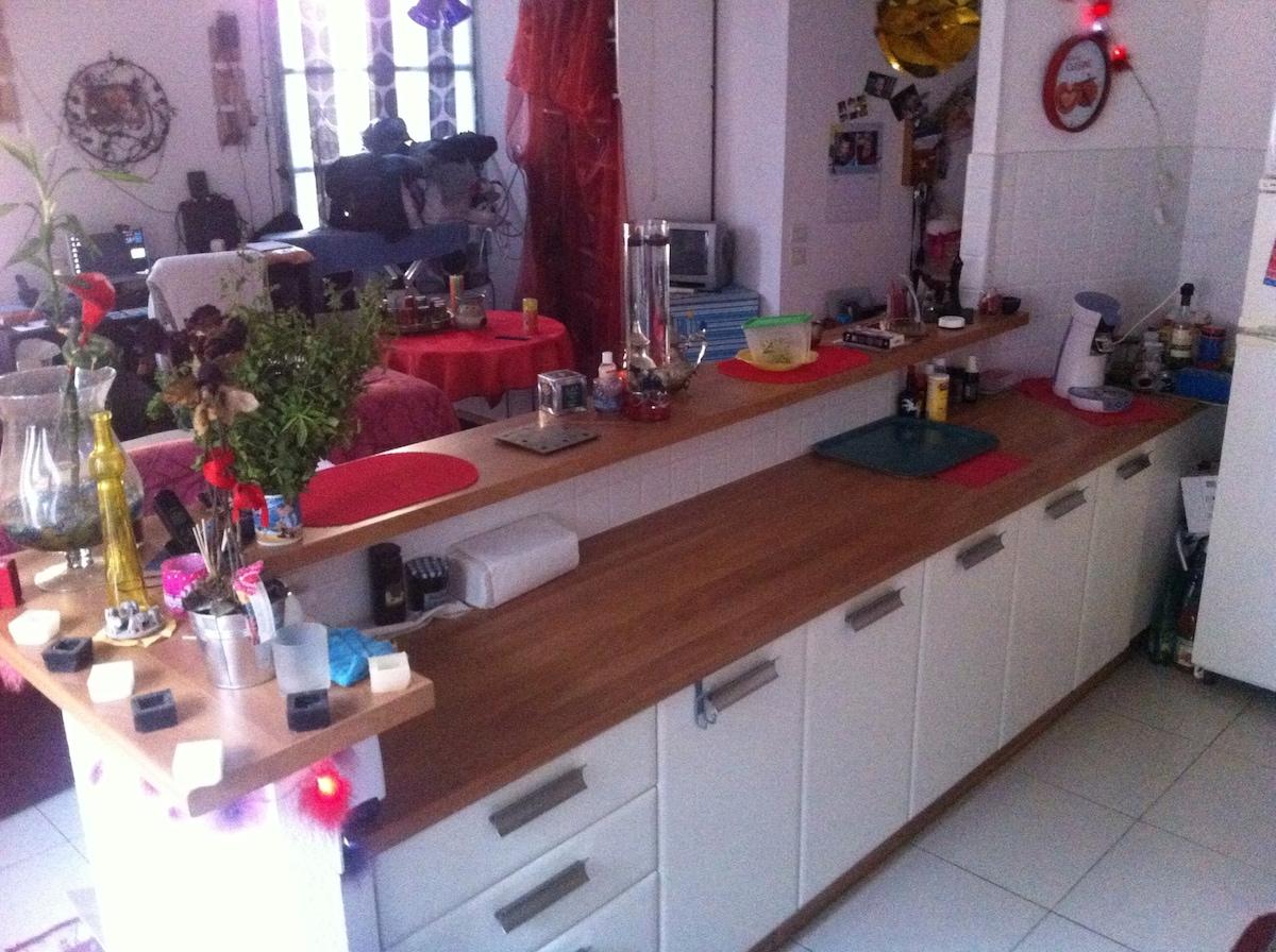CUISINE: Plan de travail, machine à café senseo, placards....