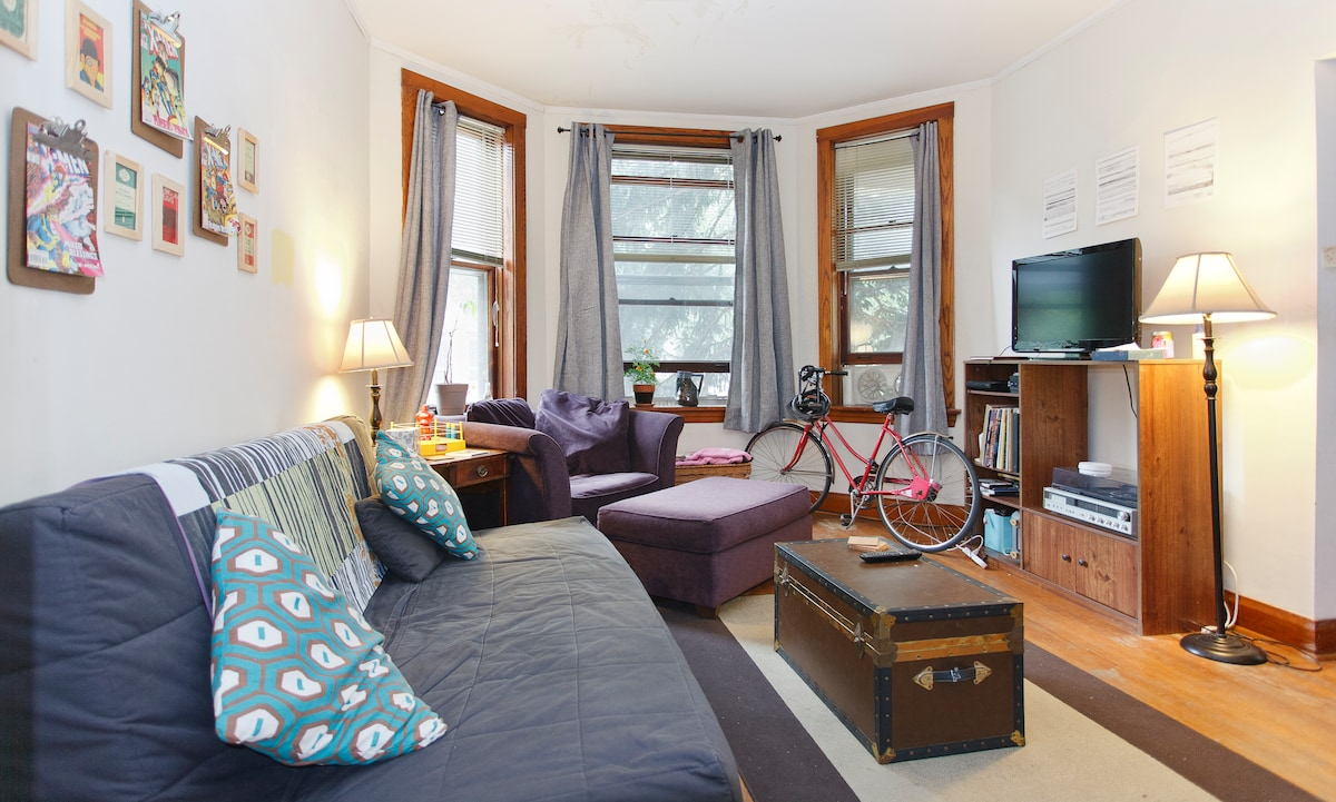 Living Room: Here's one of two bicycles available to you if you just let me know you want to use them!