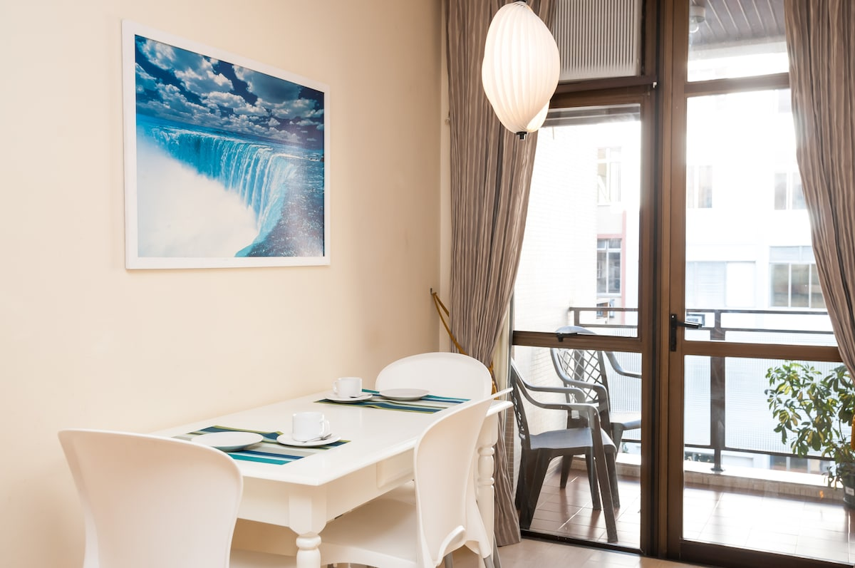 dinning room - photos by AirBnB