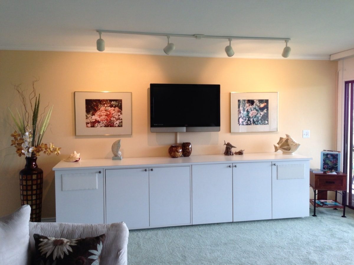 Living room with flat screen TV with cable and DVD (website hidden) player also available for your enjoyment.