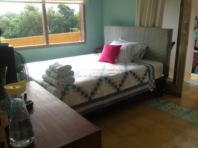 guest room - double bed - fan, airconditioning, ensuite bathroom
