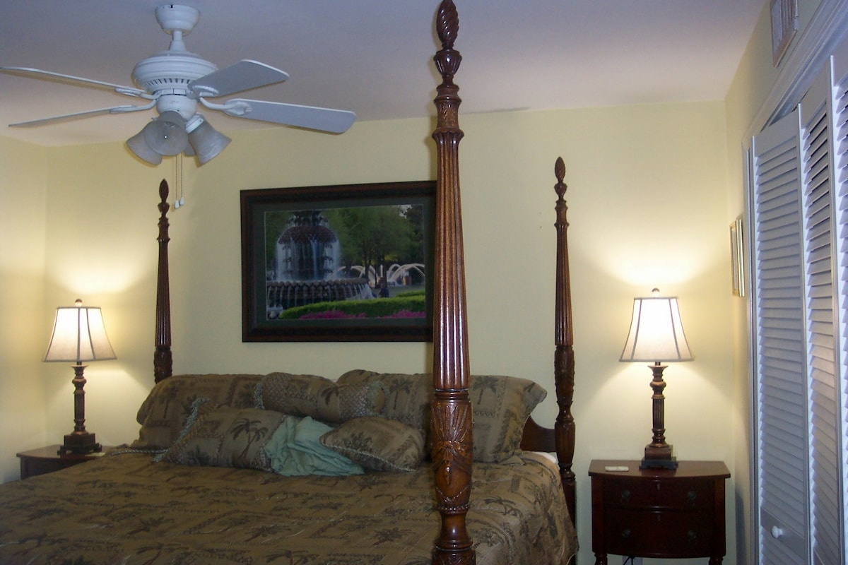 King Plush Rice Bed with 2 side tables. Huge closet with built-in organizer and shelves. 25 in flat on wall facing bed