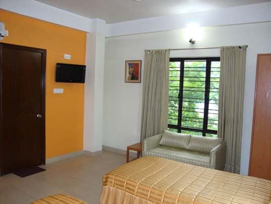 Deluxe stay near Gariahat