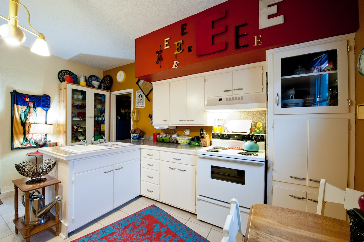 Colorful, Retro Kitchen. Fully equipped. Coffee maker, espresso maker, grinder, french press, etc.