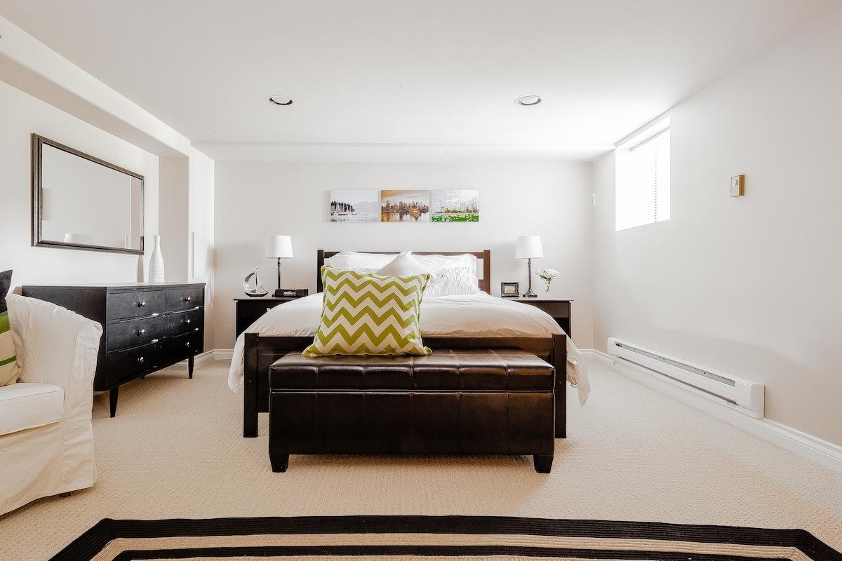 Spacious Private Suite in Oakridge