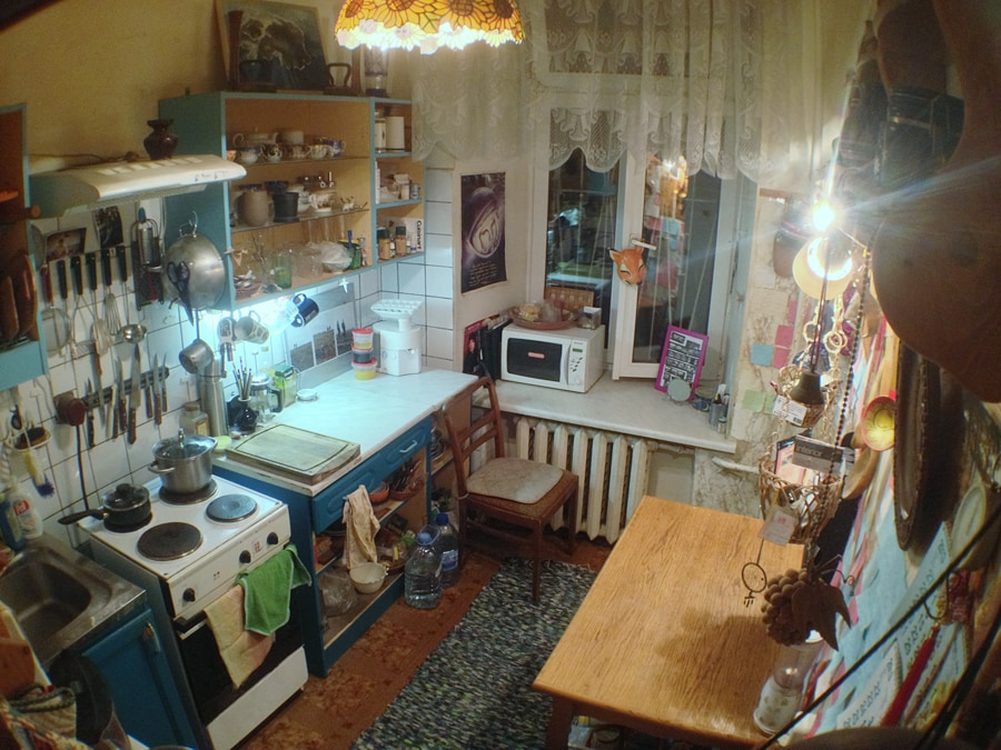 our kitchen is relatively small space, but fine for 2-3 people hanging out. No dishwasher, guests are kindly asked to leave dishes clean, thank you so much!  -)