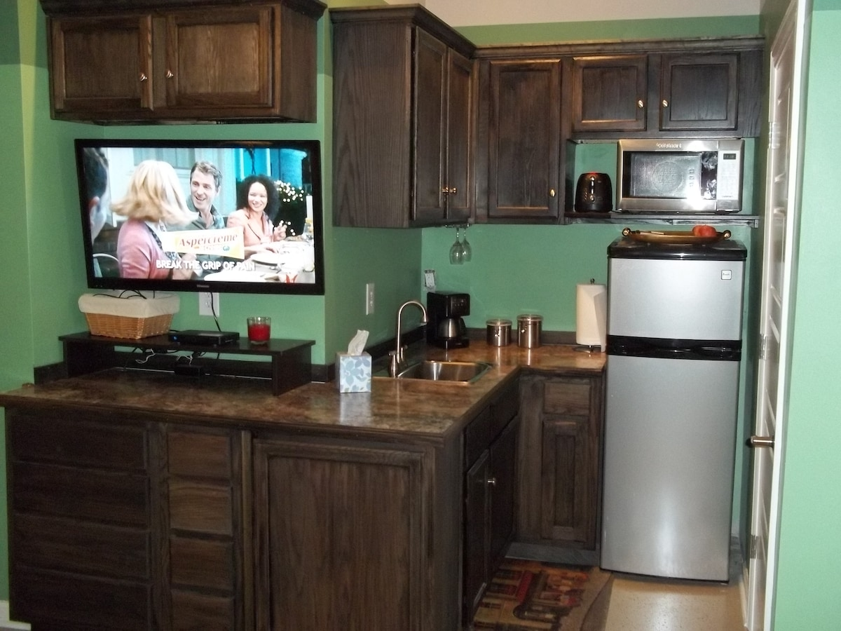 Wetbar with Mini Fridge, Microwave, Toaster, and Coffee Maker!....Wine Glasses!