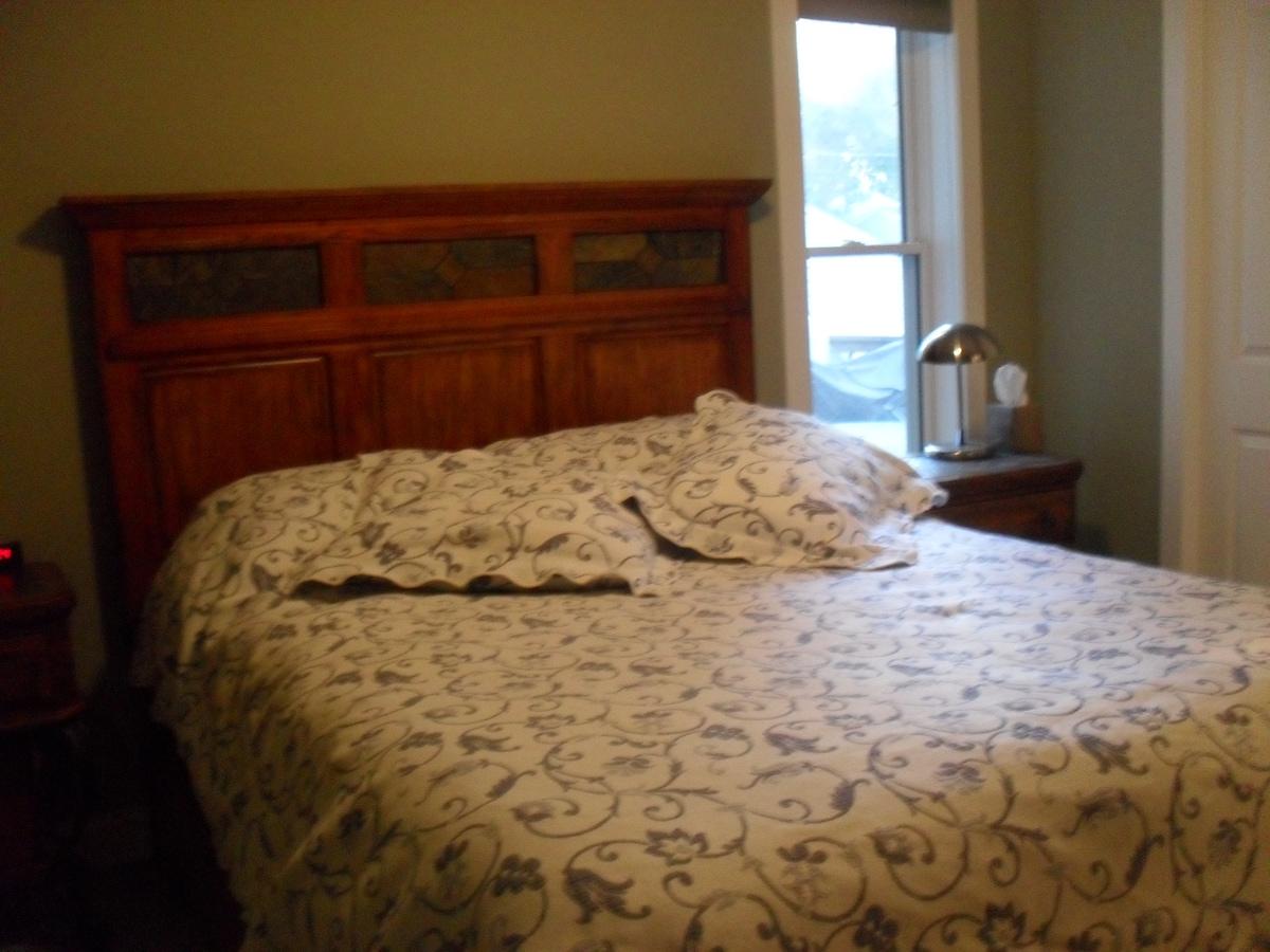 Bedroom Suite Near University of MN
