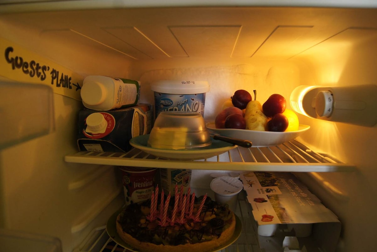 The fridge guest's shelf for breakfast: fresh food and... the possibility to order cakes!!!